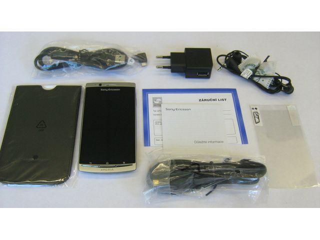obsah balení Sony Ericsson Xperia arc S - bílá