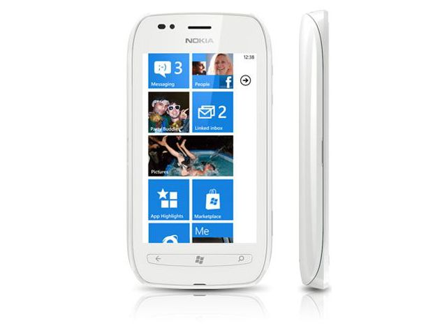 obsah balení Nokia Lumia 710 White/White + záložní zdroj Nokia DC-16 ZDARMA